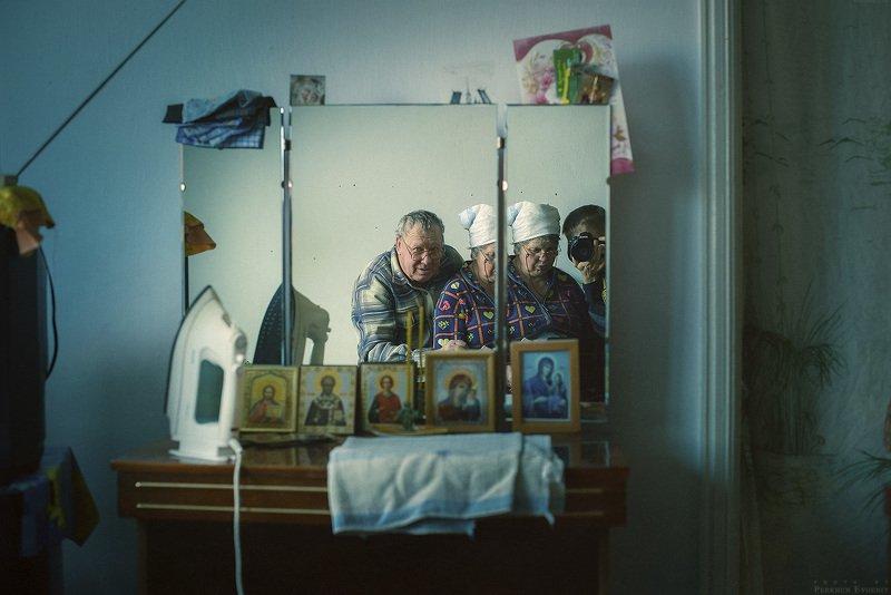 бабушка, дедушка, вещи, икона, утюг, зеркало О чем говорят вещи?photo preview
