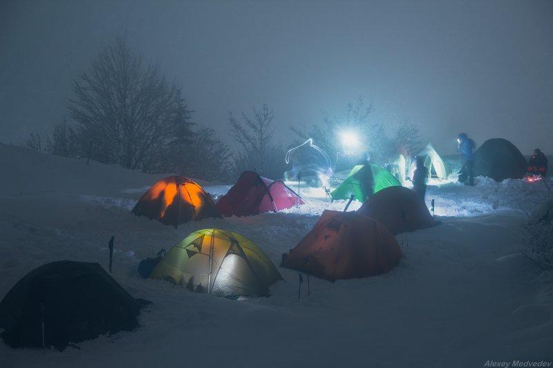 гори, Закарпаття, зима, Карпати, ніч, палатки, Свидовець, намет, табір, лопухів, амети, зимові Бейс кемп Свидовецьphoto preview