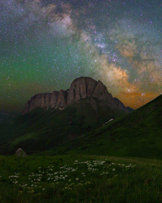 ночь большой тхач ночной пейзаж астрофотография звезды созвездия млечный путь ачешбоки Ачешбок под звездамиphoto preview