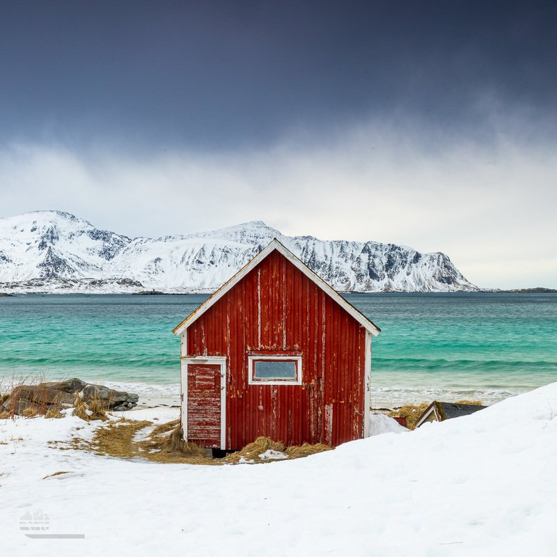 lofoten,ramberg,norway,norwegian,cabin,house,red,old cabin,old house,beach,winter,snow, Colour contrastphoto preview