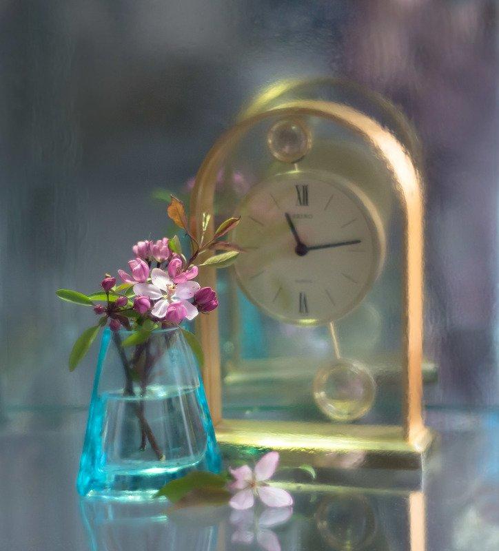 натюрморт,цветы,весна,ваза,часы, Время весныphoto preview