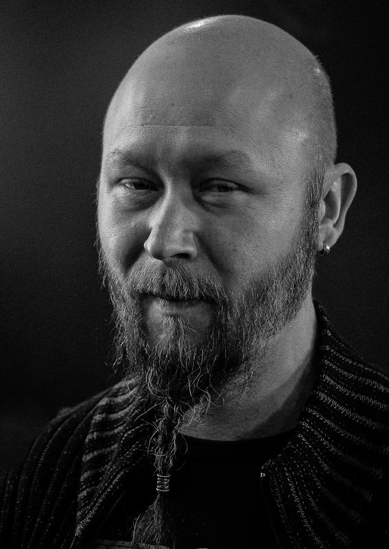 портрет, черно-белое, ч/б, мужской портрет, уличный портрет, взгляд, питер, С косичкой.photo preview