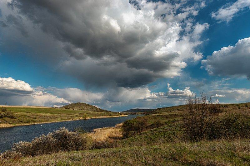 пейзаж, природа, небо, облака, ставок, водоём, холмы, степь, цветы, трава, куст, Облачный деньphoto preview