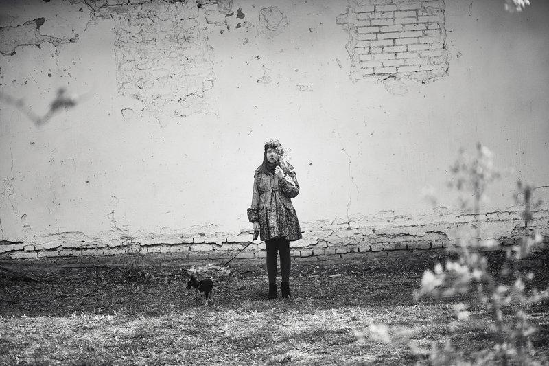чб жанр вера шамраева Девочка веточка и собачкаphoto preview