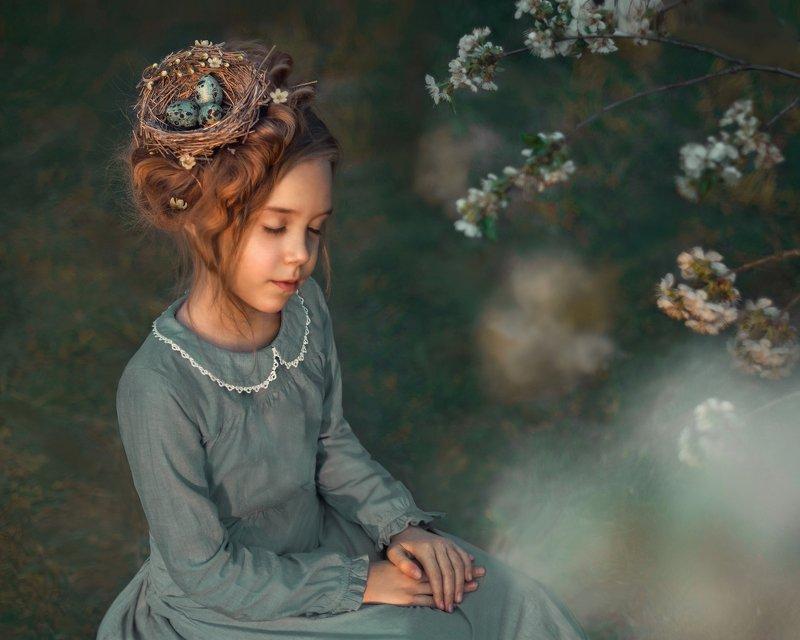 весна, пасха, яйца, гнездо, девочка, цветущая яблоня, цветущие сады, детский портрет Веснаphoto preview