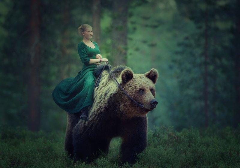 девочка, лес, медведь Маша и медведьphoto preview