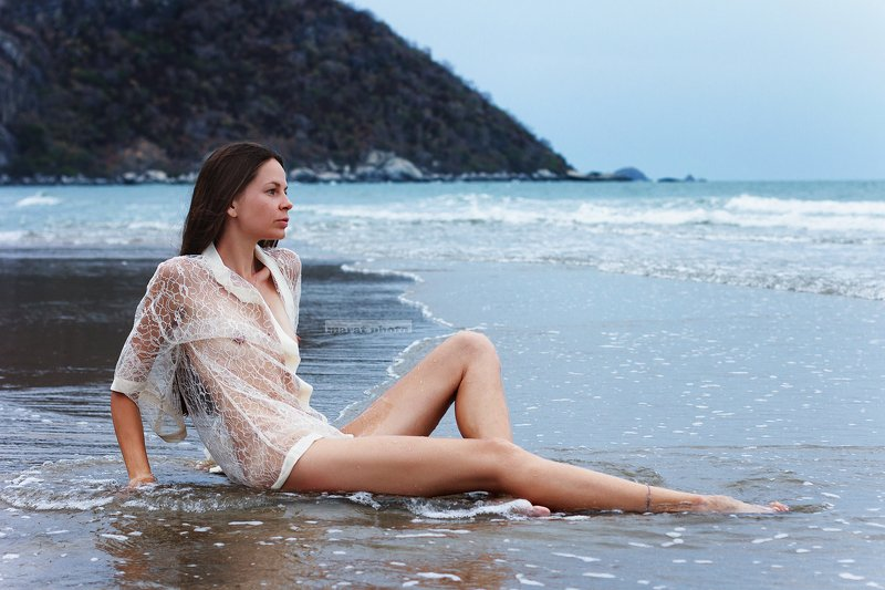 girl and sand in the seaphoto preview