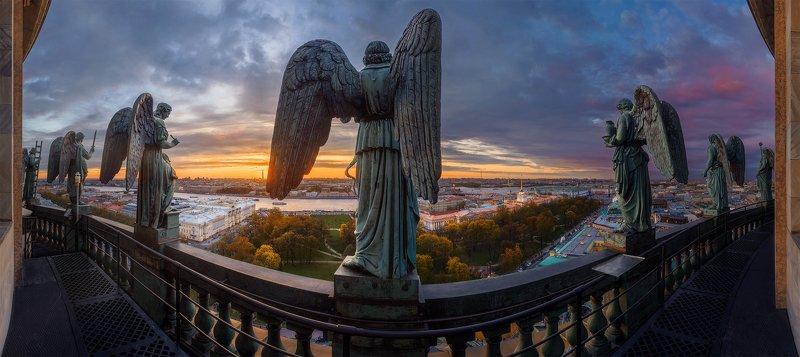 Вид на парадный Петербург с ангельской балюстрады Исаакиевского собораphoto preview