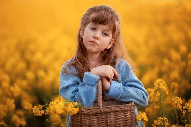 девочка поле рапс корзина день весна детство длинноволосая желтый Рапсодия.photo preview