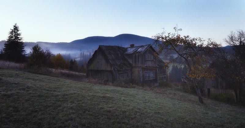изба, горы, утро Избаphoto preview