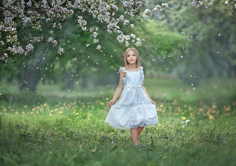 Весна май девочка Веснаphoto preview