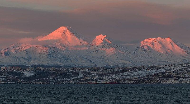 весна, вечер, город, рейд, авачинский вулкан, козельский вулкан закатный нарядphoto preview