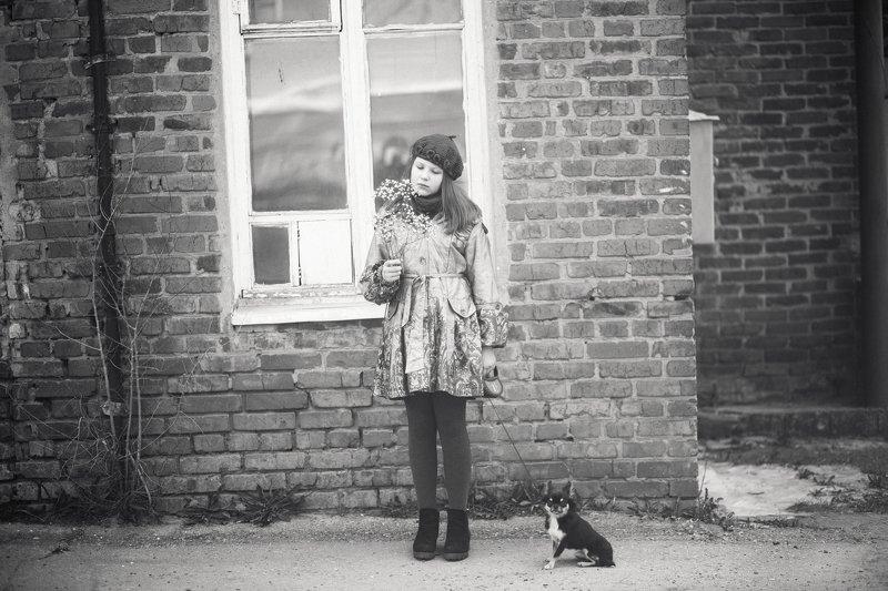 Девочка , веточка и собачкаphoto preview