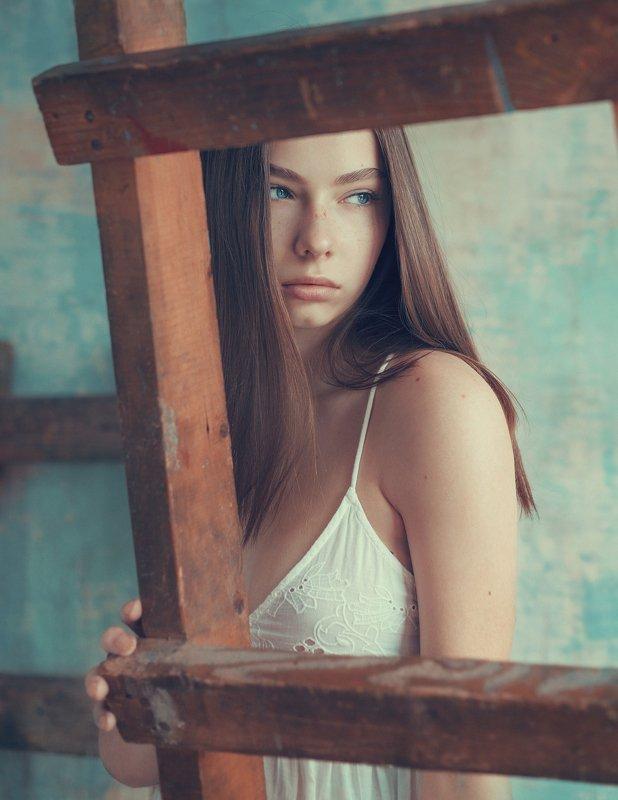 женский портрет, естественный свет, портрет, девушка, студия, ремонт, portrait, woman, tyagushovaphoto, художественная фотография Софияphoto preview