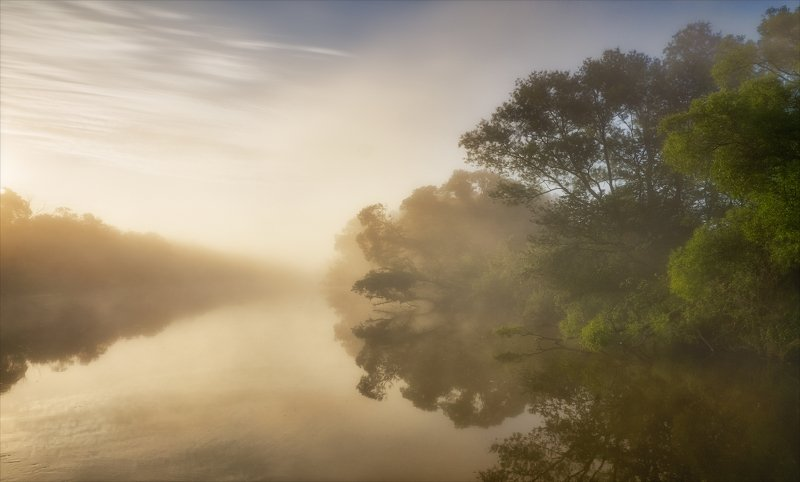 Свесились туманы над рекой.photo preview