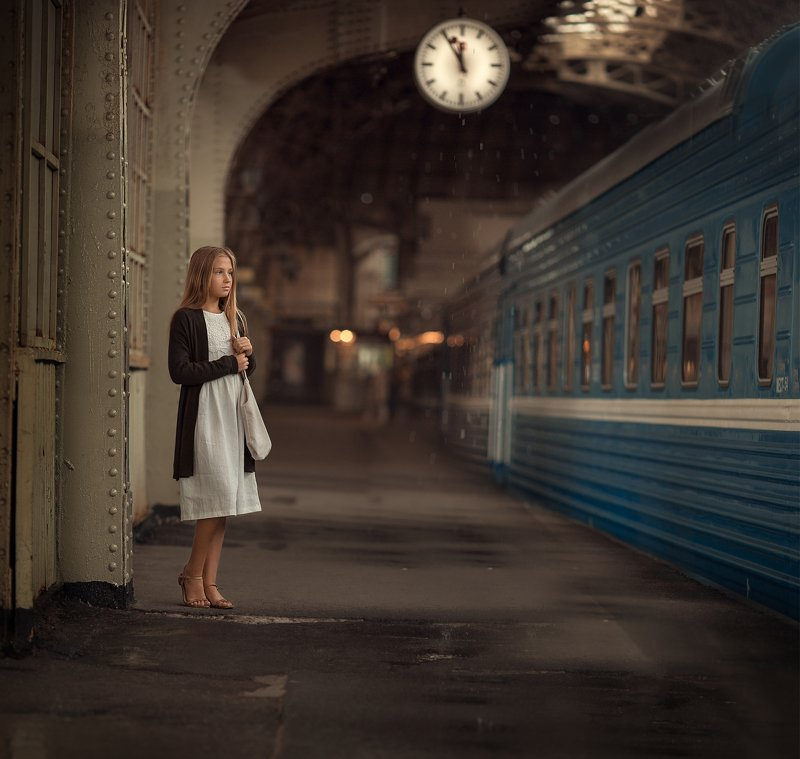 Вокзал, встреча, поезд, девочка На вокзалеphoto preview