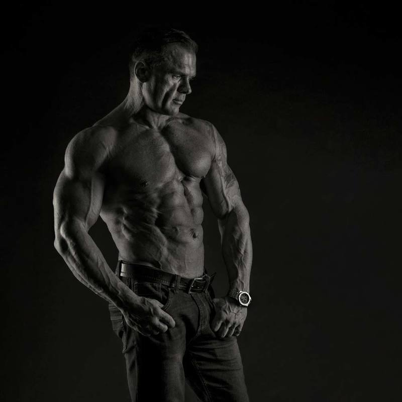 djfoto, nudevilnius, low key, bodybuilding, fitness, blackwhite, monochrome Strongman\'s lyguephoto preview