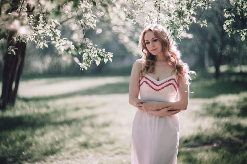 девушка, портрет, весна, солнце, свет, дерево, яблоня весенняяphoto preview