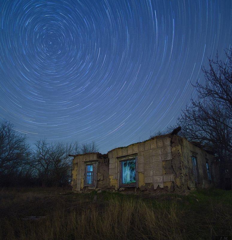 ночная съемка, небо, ночь, звезды, треки, заброшка, руины, дом, ночной пейзаж, панорама, nightscape, star trails, ruins, ghosts, light, abandoned, broken, night, panorama, night sky Ruins with ghostsphoto preview