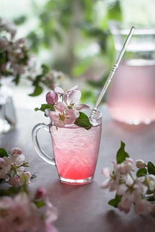 боке, натюрморт, яблоня, цветы, напиток, стекло,розовый, прозрачный, блики, still life Розовая свежестьphoto preview