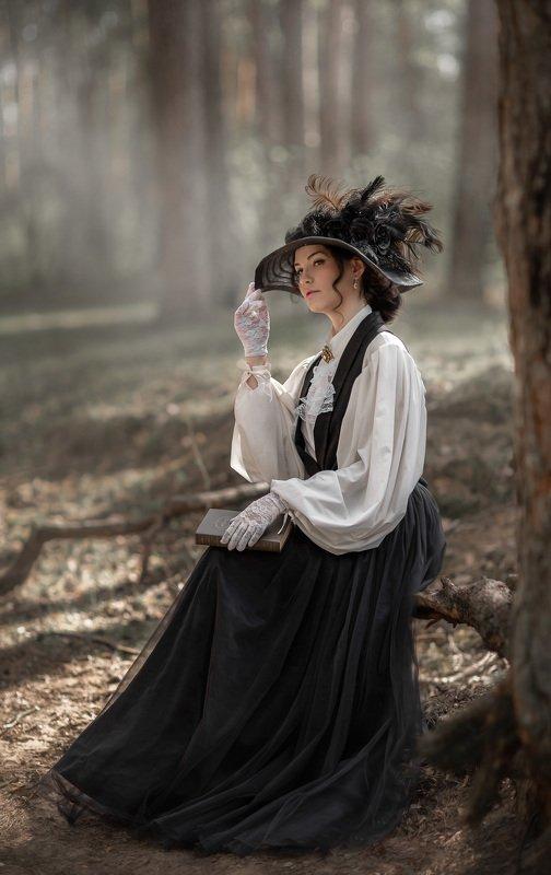 Дама на прогулкеphoto preview