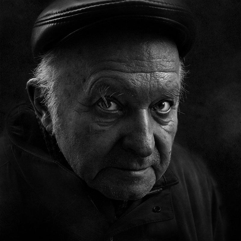 портрет, квадрат, калинин юрий ,ч/б фото, уличная фотография, юрец, люди, лица, город, санкт-петербург ,фотограф в темнотеphoto preview