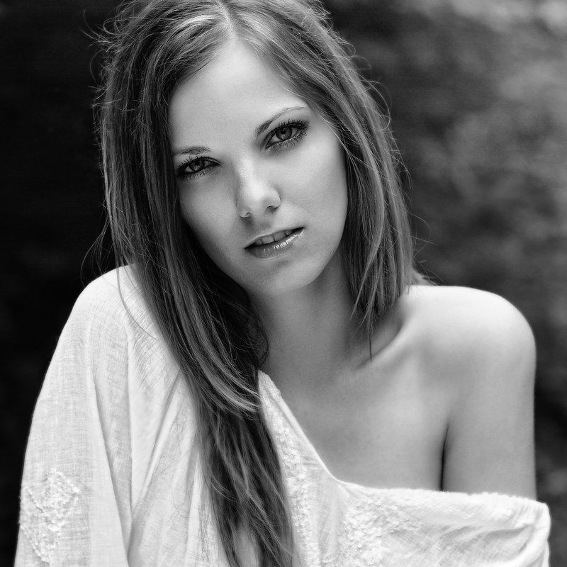 portrait,glamour,bw,emotion Beautyphoto preview