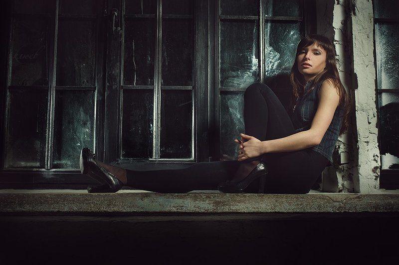 фото, портрет, девушка, гламур, подоконник, большие окна, вечер * * *photo preview