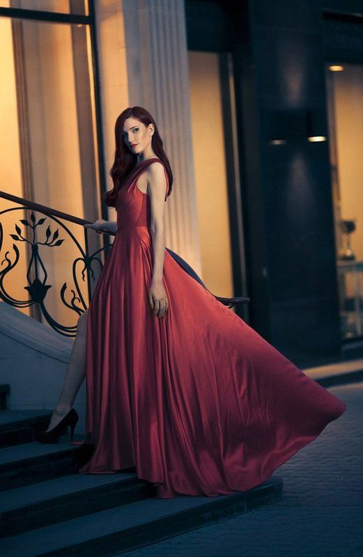 Lady in Red   (Фотограф: Юрий Журавов)photo preview