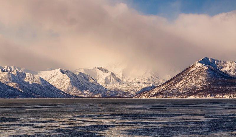 горы, зима, камчатка, рейд, берингово море, утро свет и туманphoto preview
