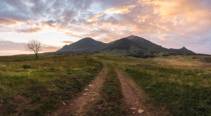 кавказ, горы, рассвет, квм, утро, солнце, небо, облака, природа, пейзаж, бештау, дорога, кавминводы, altushkin.name Дорога к рассветуphoto preview