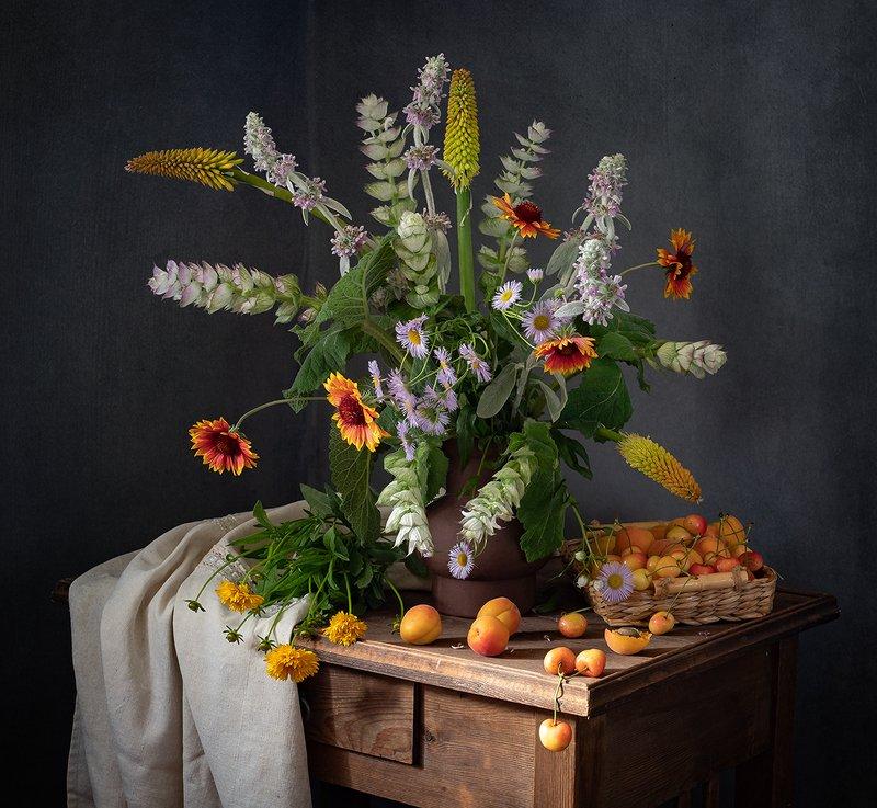 натюрморт, цветы С черешнейphoto preview