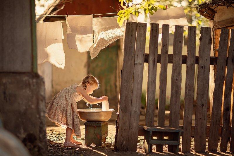 таз стирка белье конторой свет девочка Большая стиркаphoto preview