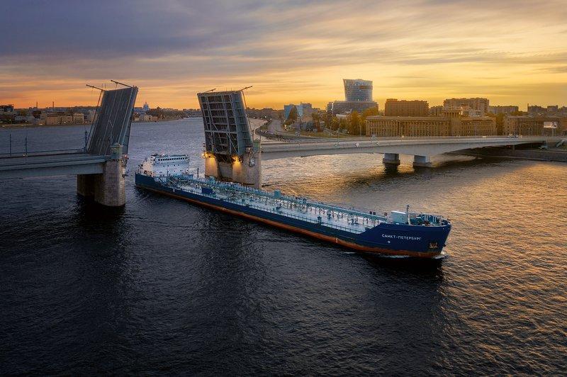 Питер, аэросъемка, судно, мост Мост Александра Невскогоphoto preview