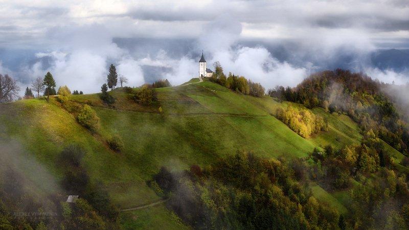 slovenia, jamnik, fog, autumn, light, church Коктейль из света и туманов.. фото превью