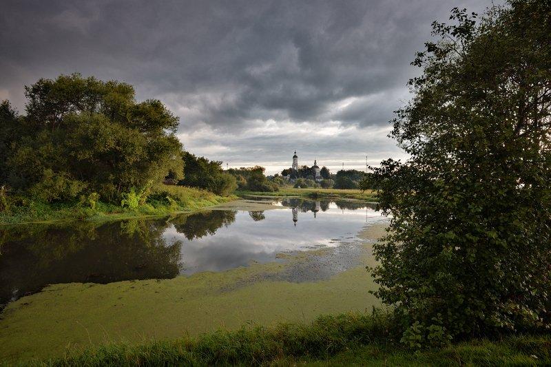 утро,река,небо,облака,тучи,отражение,храм хмурое утроphoto preview