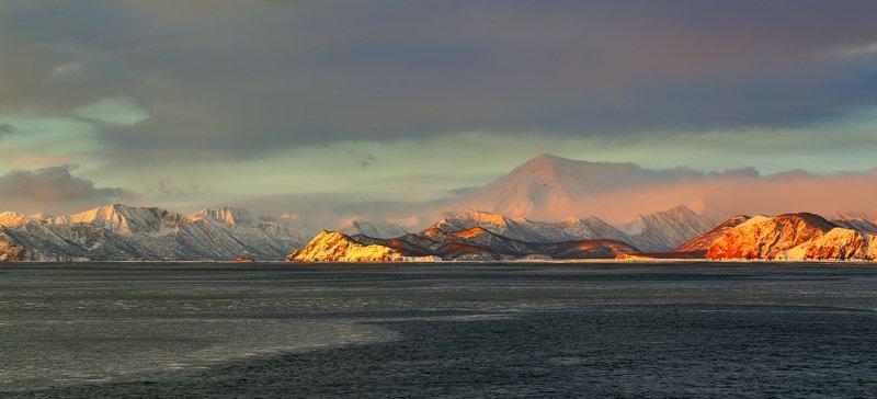 берег, вечер, зима, камчатка, рейд, судно, утро, циклон розовый вулканphoto preview