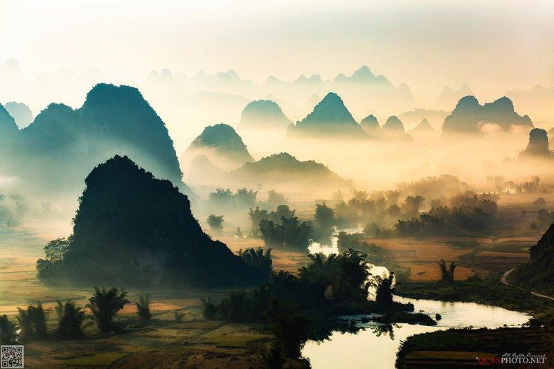 quanphoto, landscape, morning, sunrise, dawn, misty, mountains, foggy, valley, river, rice, vietnam Misty Mountains Sunrisephoto preview