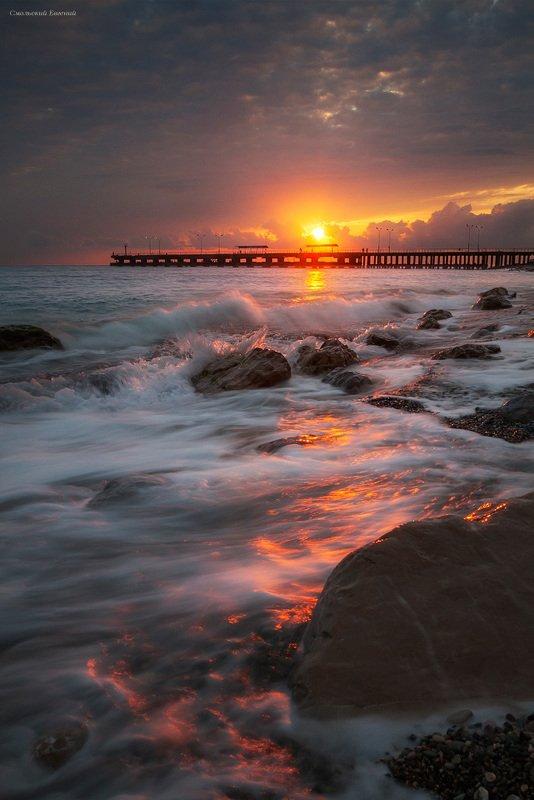 закат, море, пляж, причал, вечер, абхазия, старая гагра, волны, прибой Прибойphoto preview