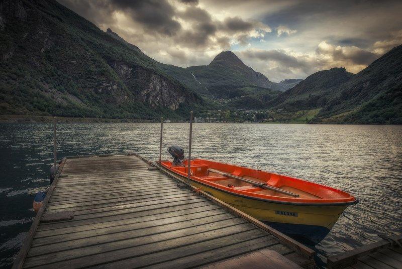 лодка, горы, фьорд моторкаphoto preview