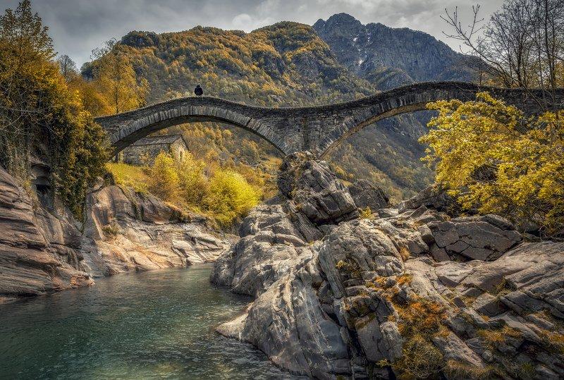 мост, река, камни на мостуphoto preview