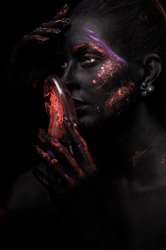 черный, цвет, маска, космос, будущее, огонь, взгляд, девушка,  Правдивая история весны 2020photo preview