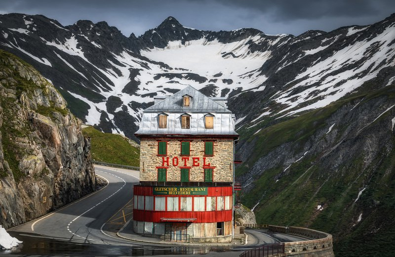 горы, дорога старый отельphoto preview
