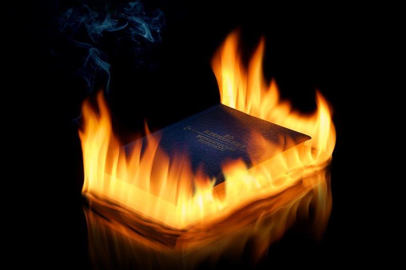 огонь, пламя, книга, предметная фотография, черный фон, дым Игра с огнемphoto preview