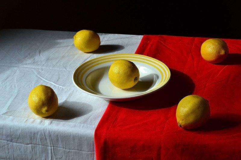 тарелка, лимоны, красное, белое, ткань, ватман. Ненастный день.photo preview