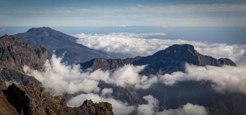 горы, облака подступаютphoto preview