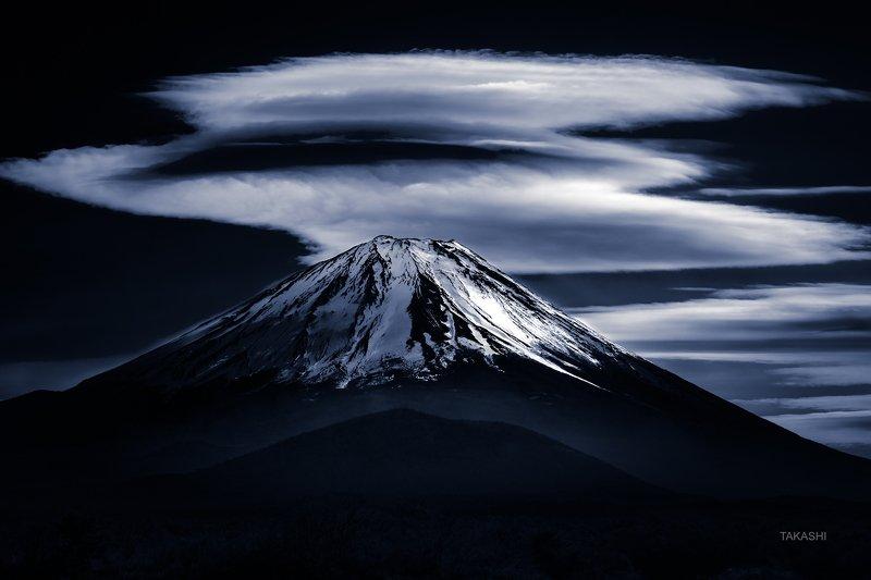 Fuji,Japan,mountain,clouds,peak,summit,top,snow Hanare-Kasa-Gumophoto preview