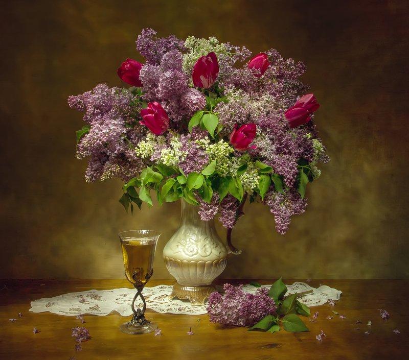 натюрморт, сирень, тюльпаны Дурманящий запах сирени.... фото превью