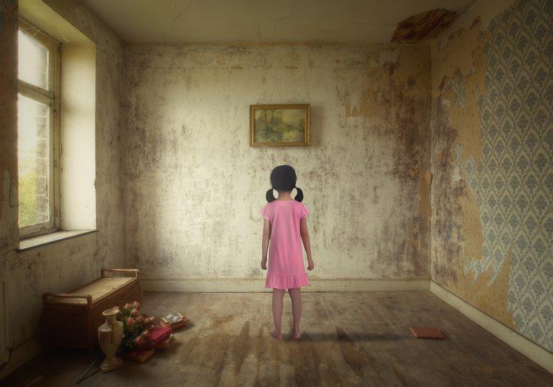 девочка, комната Картинаphoto preview
