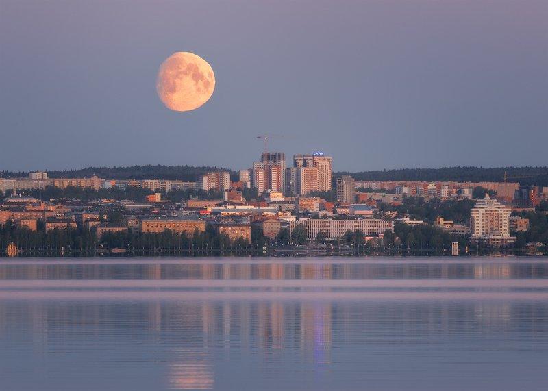 Закат луны над Петрозаводскомphoto preview